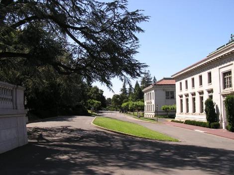 Walkway between California Hall and Doe2