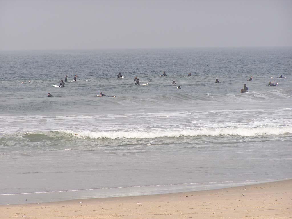 9.Surfers