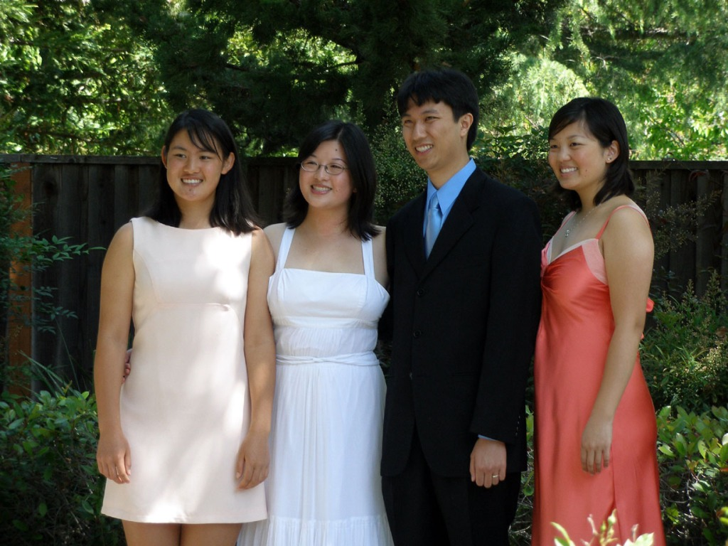 Lisa, Erik, and twosisters