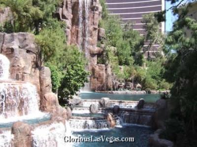 wynn-hotel-waterfall