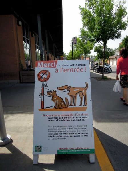 Sign in French about leaving dogs outside the market