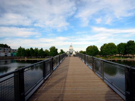 Footbridge to the Parc du bassin Bonsecours