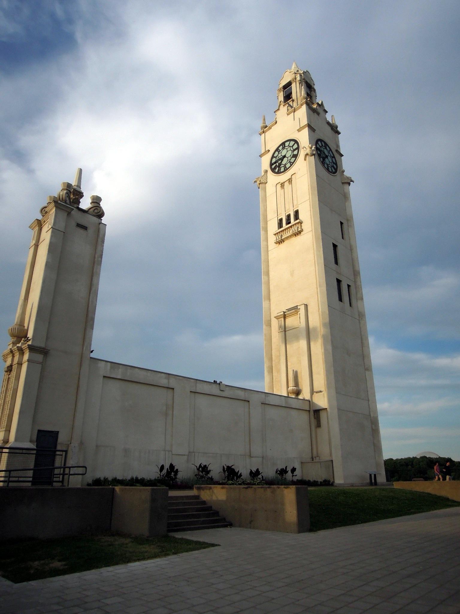 Montr al part deux - Appartement de standing horloge tower ...