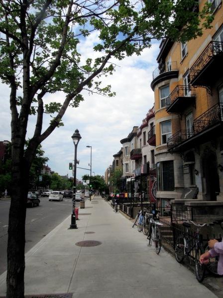 Along Avenue du Parc