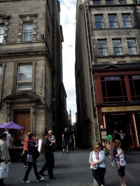 Passage between two buildings on the Royal Mile