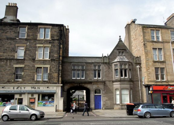 Cute little building along Leith Walk