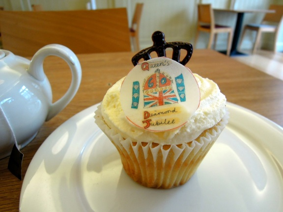 Cupcake with a decoration that says Queen's Diamond Jubilee.