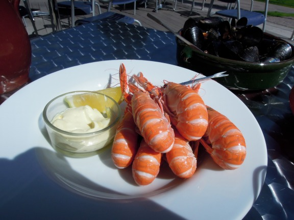Chilled langoustines with lemon and mayo