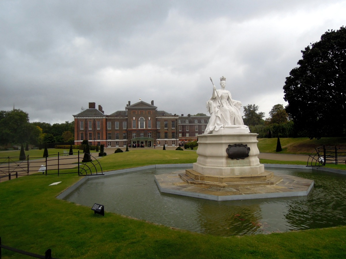 Kensington Palace and a statue of Queen Victoria.
