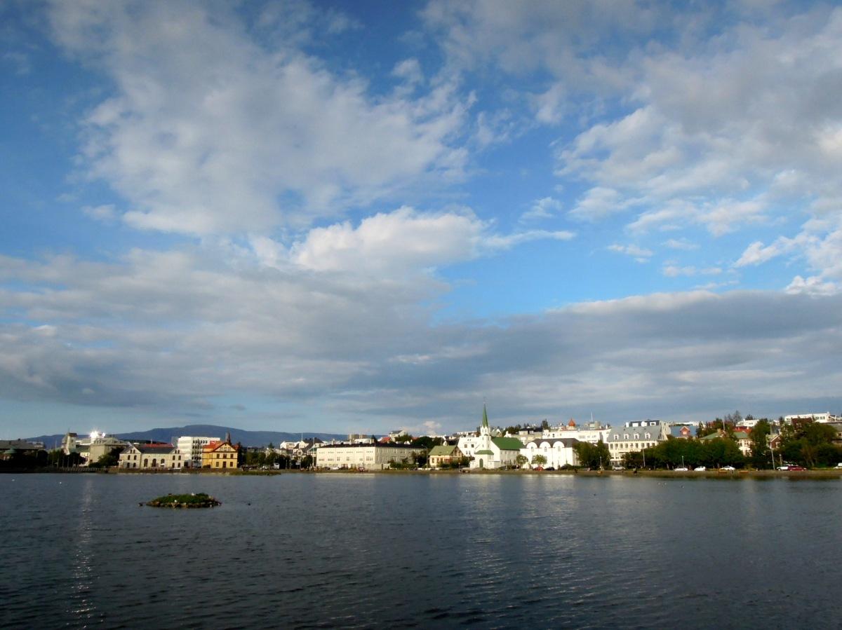 Ráðhús and the city center as seen from the south side of Tjörnin