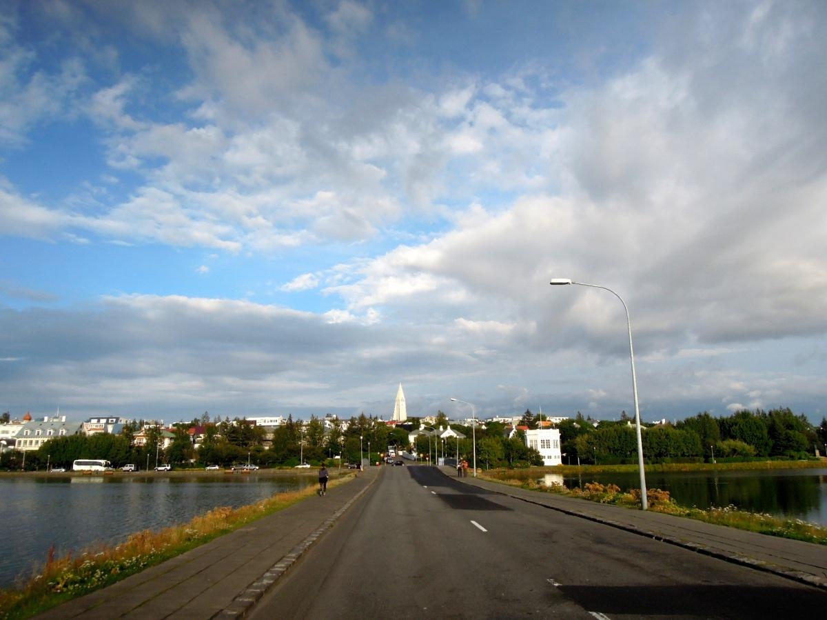 Hallgrímskirkja as seen from Skothúsvegur (the road over Tjörnin)