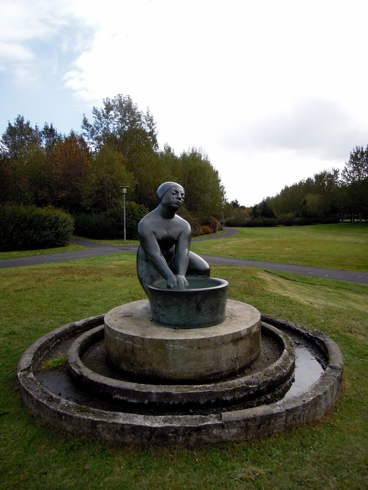 Sculpture of a washerwoman