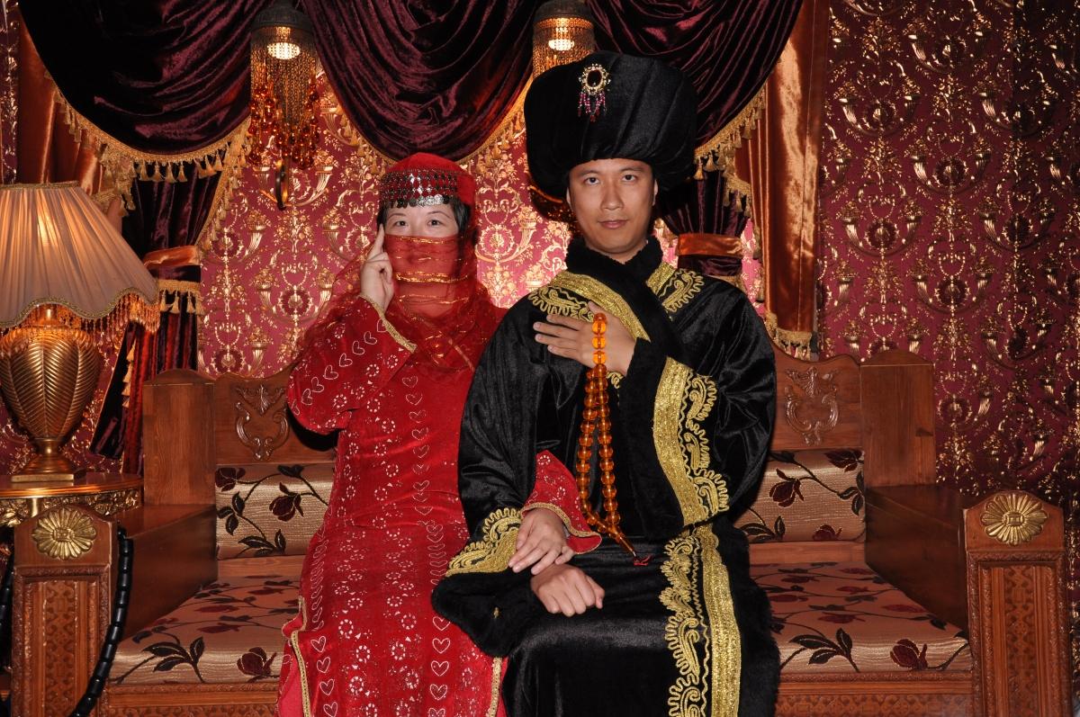 Lisa and Erik dressed in old Turkish costume