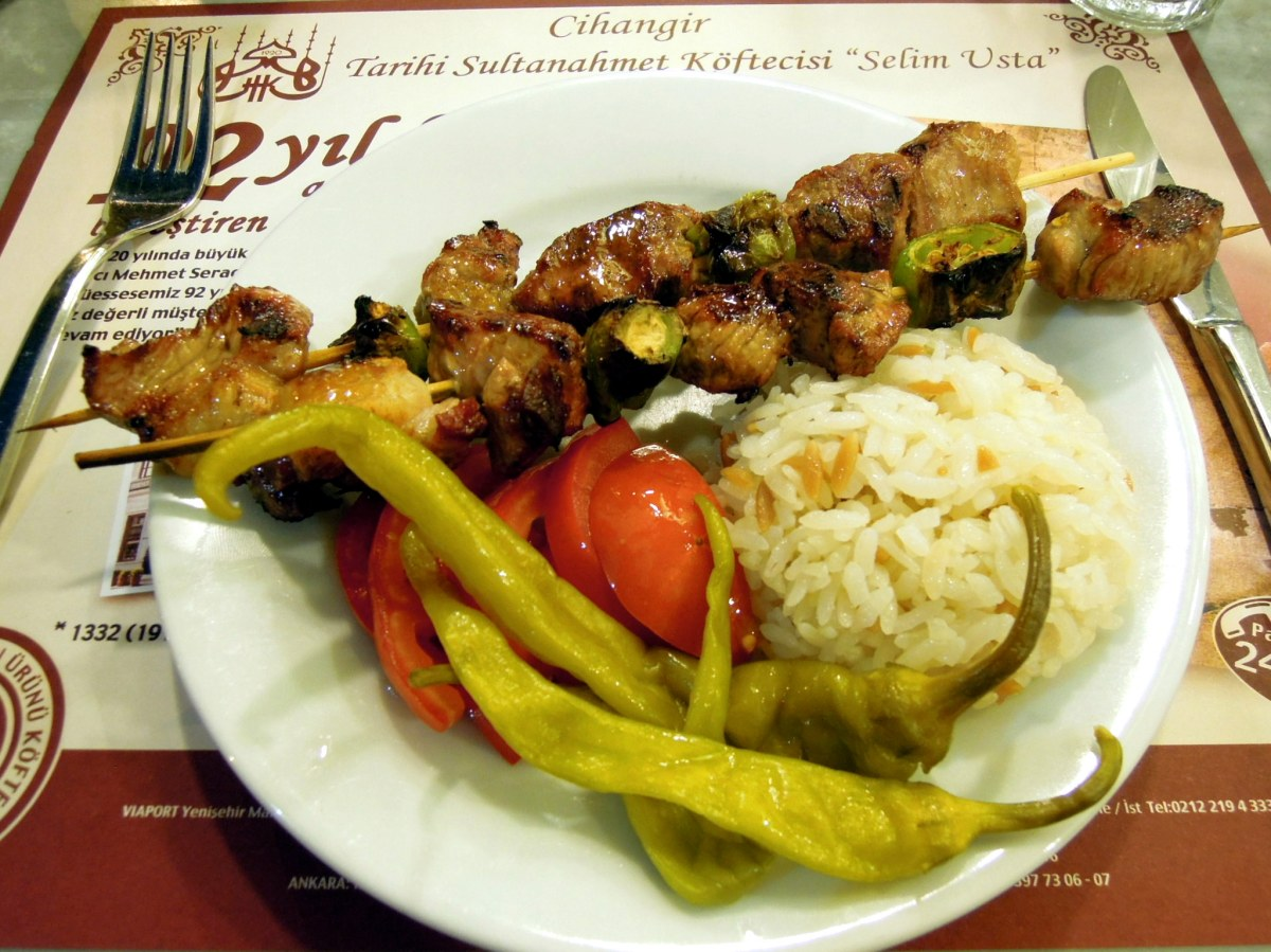 Kuzu (lamb) şiş with pilaf, tomato, and pickled peppers