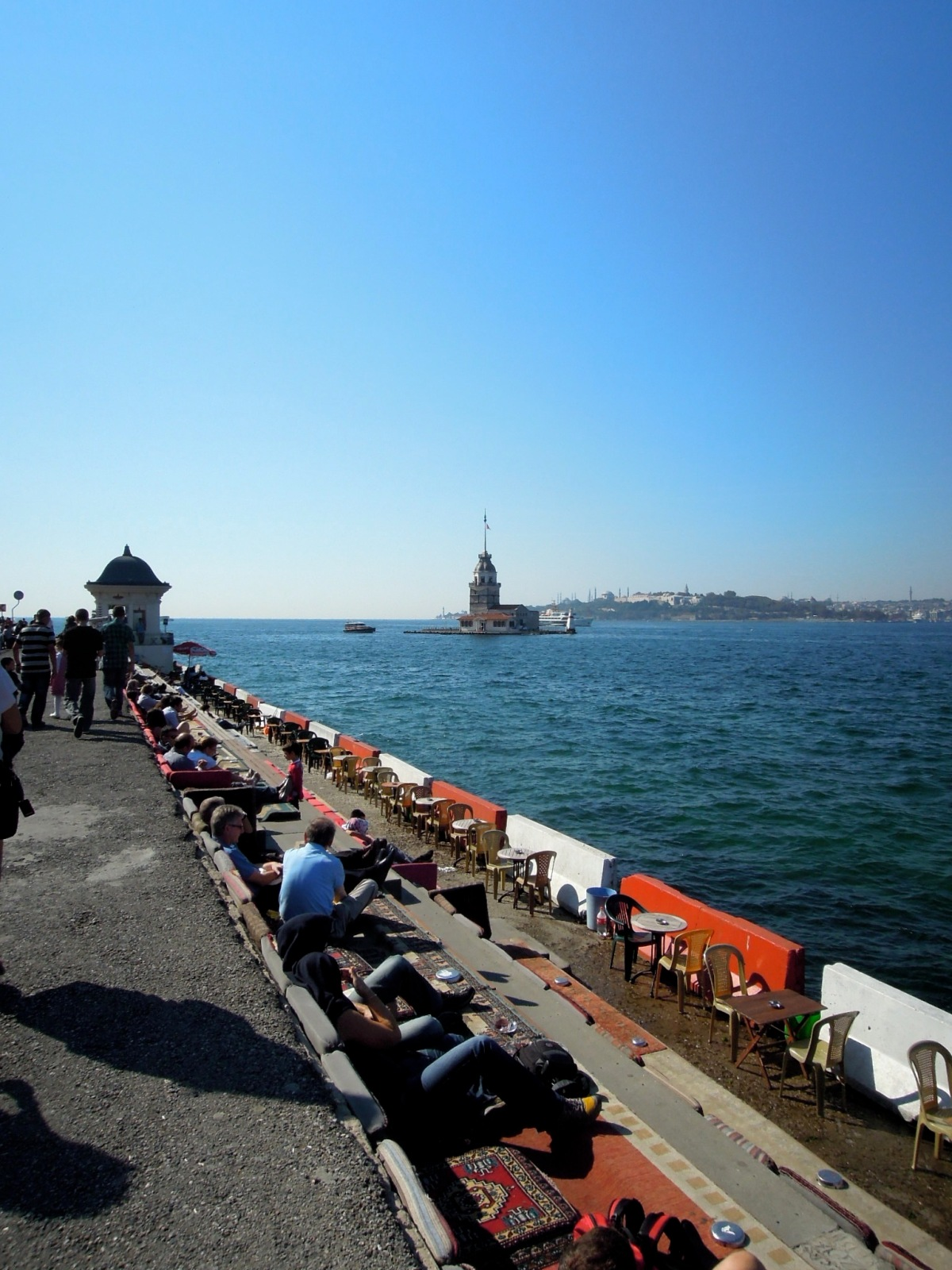 Along the walkway to the Maiden's Tower