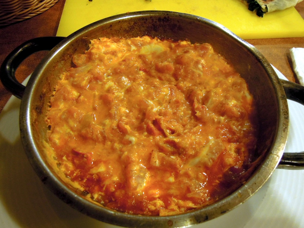 Scrambled eggs with tomato (menemen)