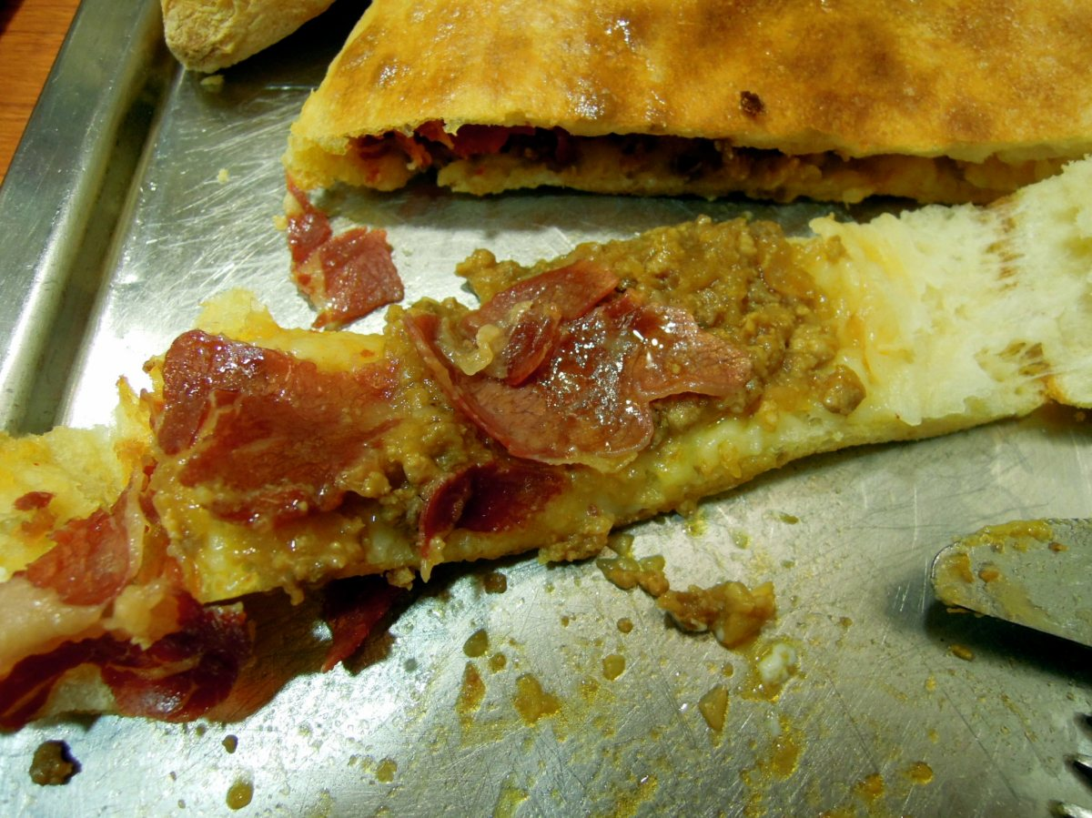 Meat and pastirma pide