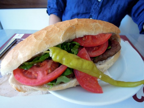 Köfte (meatball) sandwich with tomatoes and pickled pepper