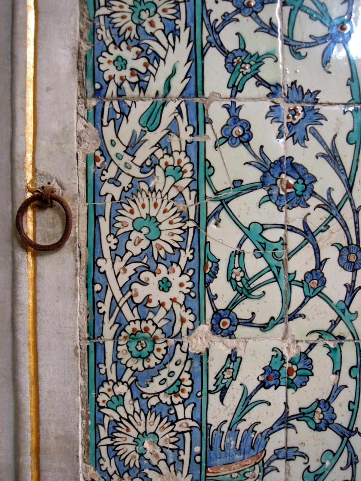 Tiles with blue floral pattern