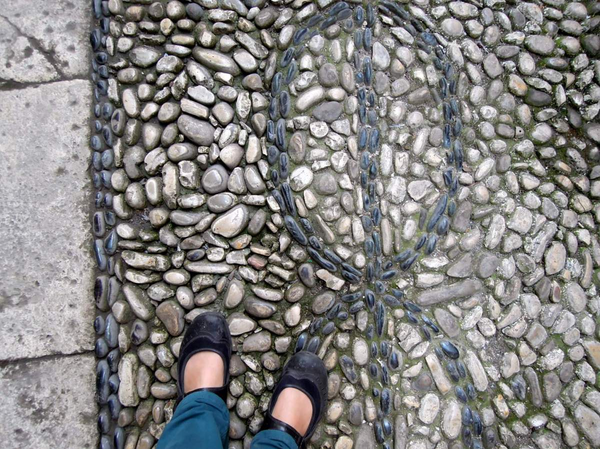 Chain pattern in the floor stones