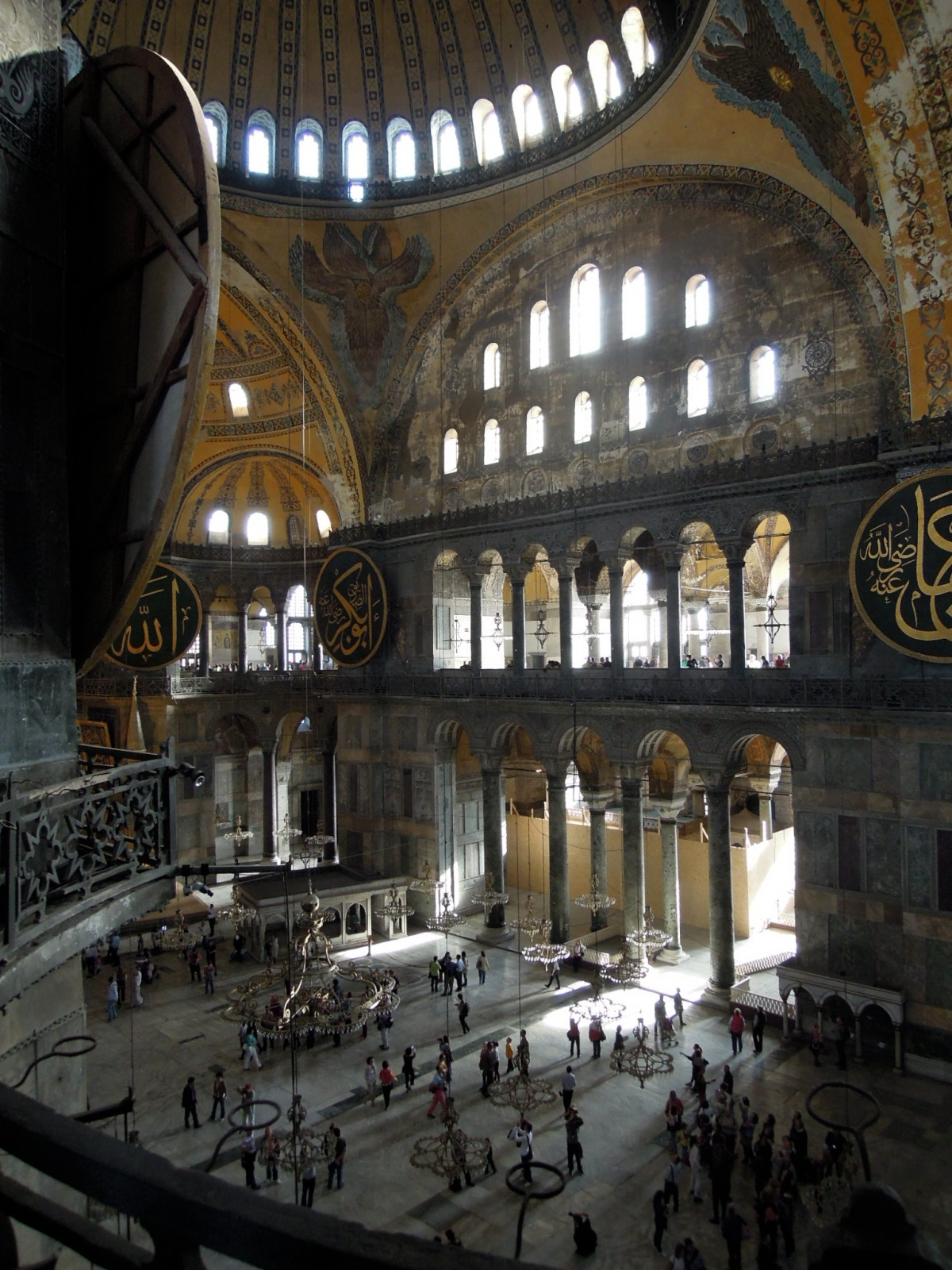 View of the vast main chamber of the Aya Sofya
