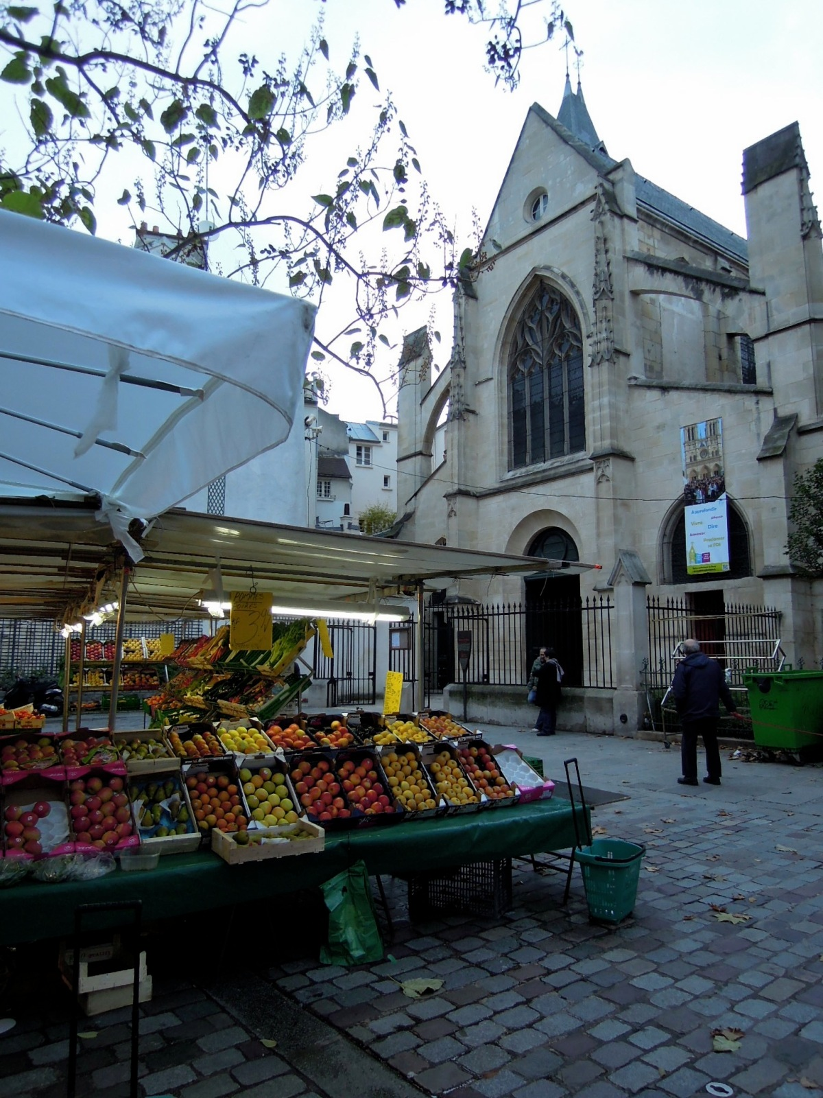 Produce stand next to the Église Saint-Médard