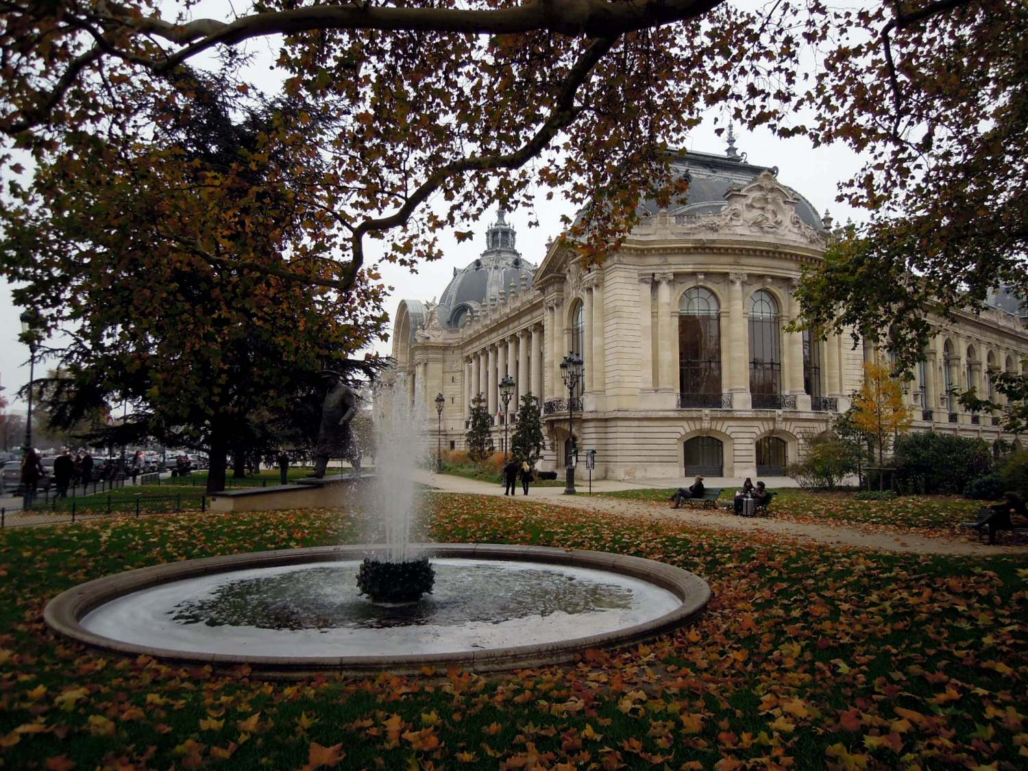 Le Petit Palais, autumn leaves, and a fountain