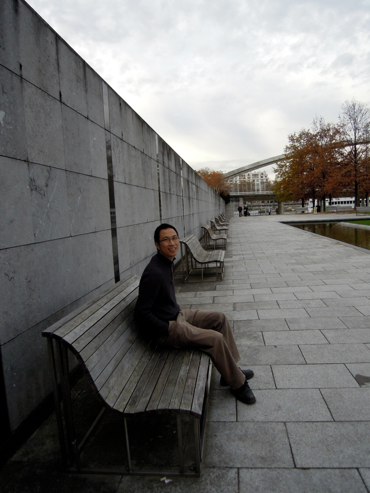 Erik on wavy benches