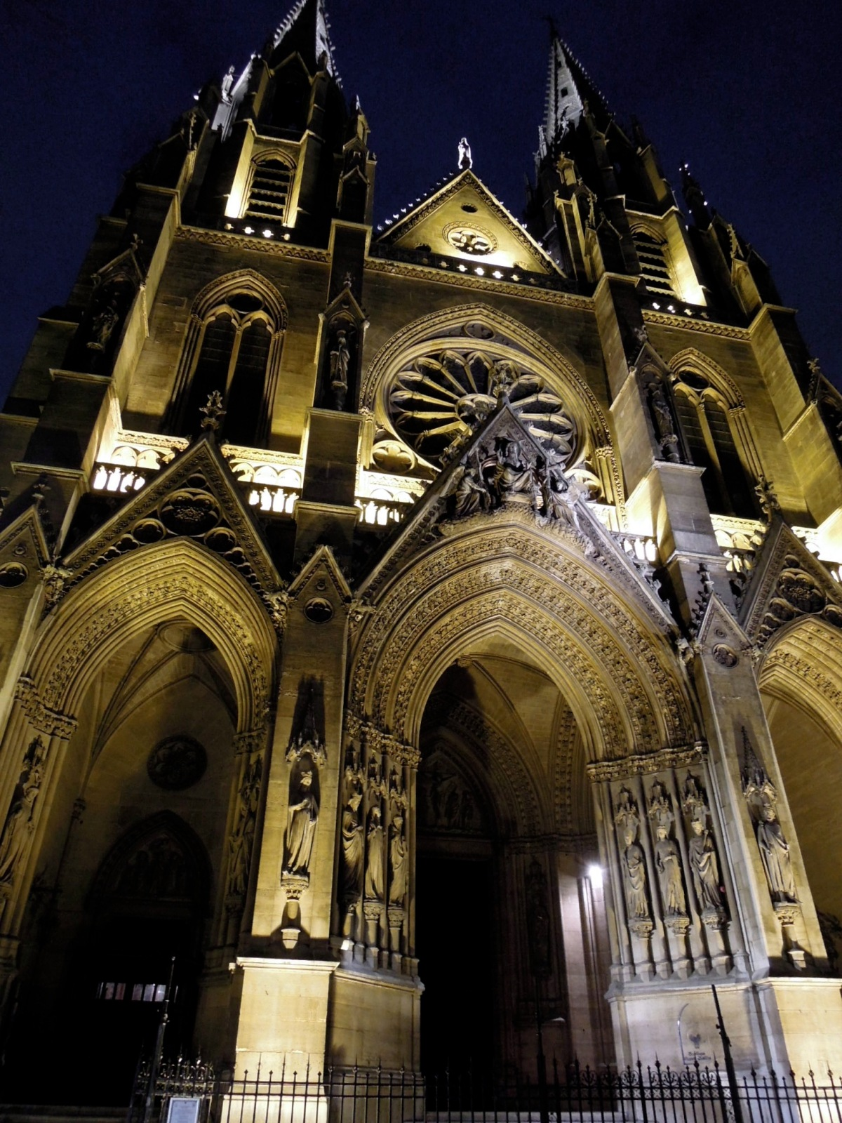 Sainte-Clotilde Basilica at night