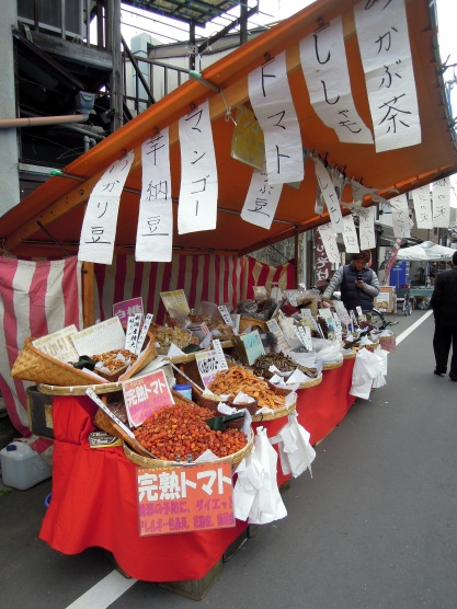 All the dried-fruit vendors had samples. I tasted sugared mango, dried fig, and candied ginger.