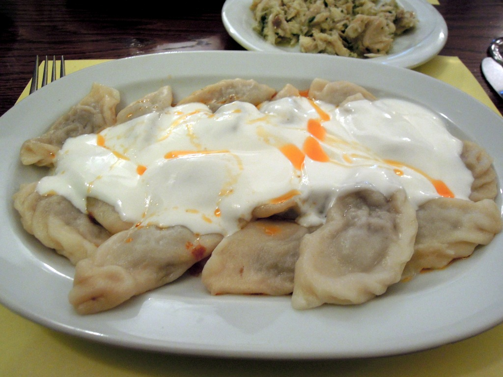 Dumplings topped with yogurt sauce