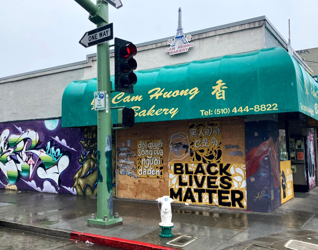 """Murals and artwork outside Cam Huong Bakery in Oakland Chinatown, reading """"Black Lives Matter"""" in English, Chinese, and Vietnamese"""